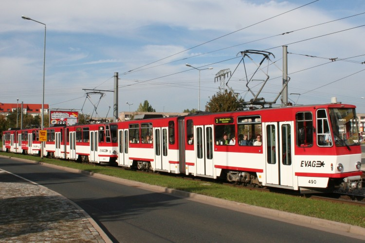 strassenbahn links ueberholen